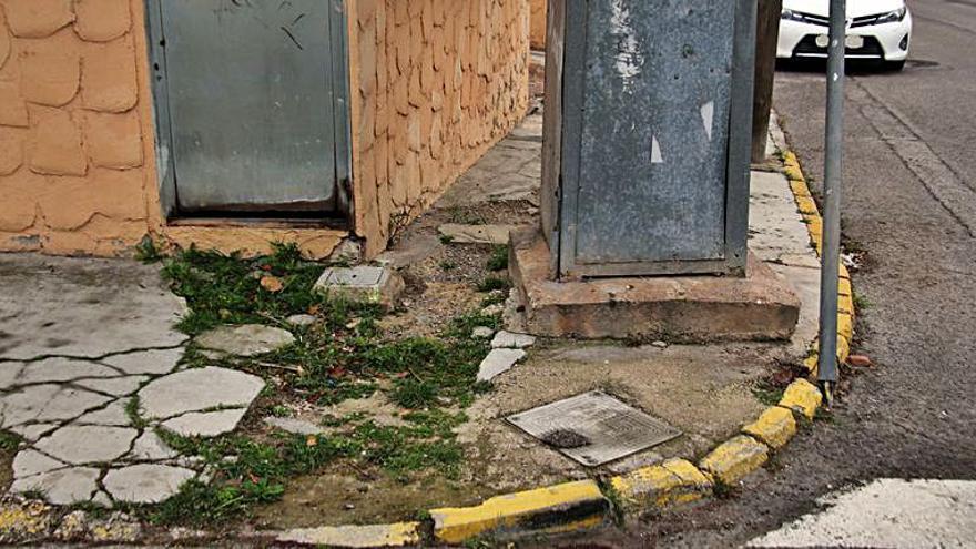 Montecañada  protesta por el deterioro de las aceras en la zona