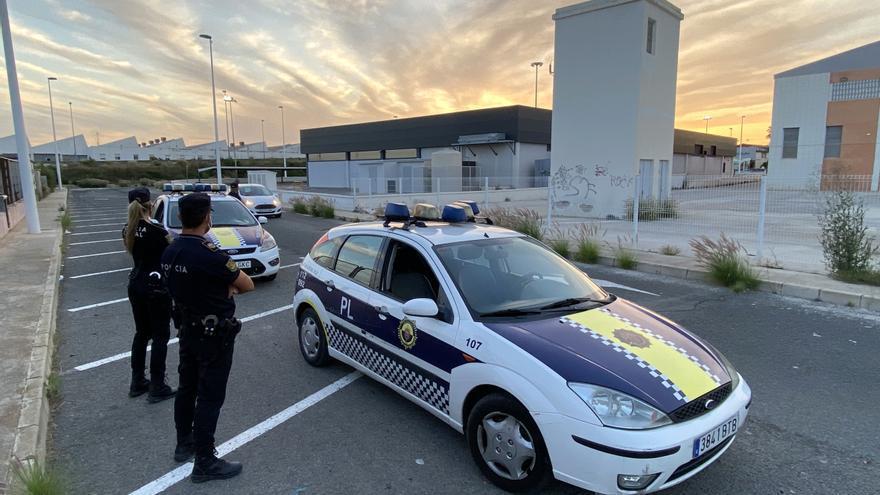 Detenidos un conductor y su acompañante por saltarse un control policial en Elche