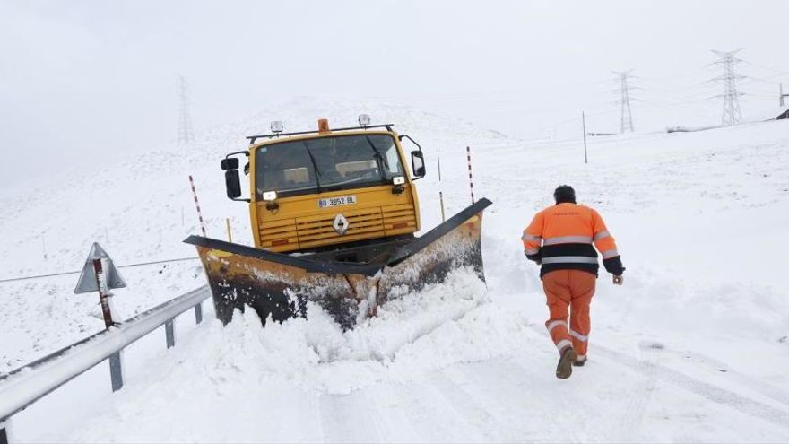 Ibias reclama un refuerzo para el mantenimiento de la carretera del puerto del Connio
