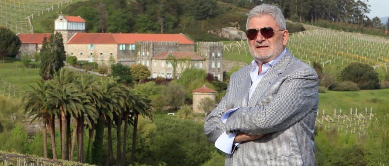"""Laureano Oubiña, posa delante del Pazo Baión en el documental """"Yo fui un narco"""""""