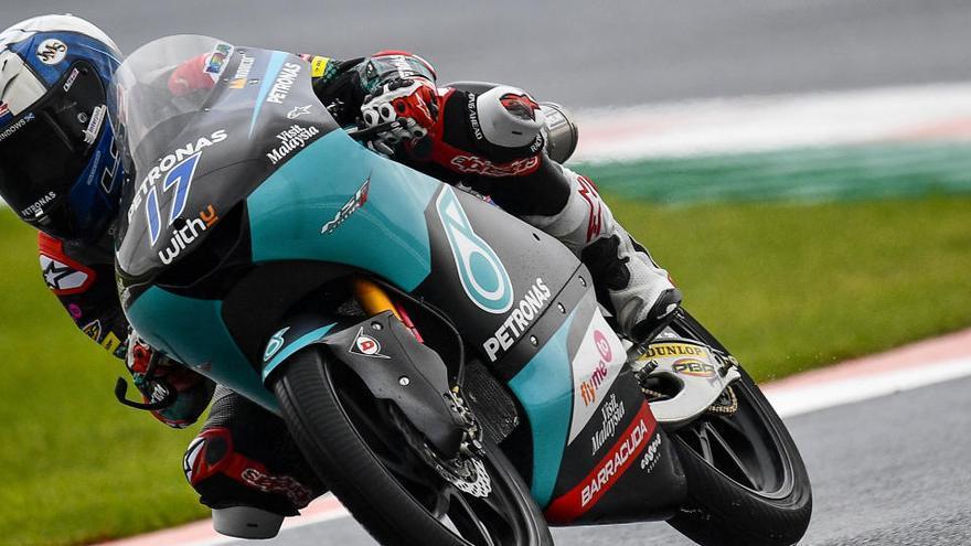 "McPhee aconsegueix la ""pole"" sota la pluja a Moto3; Arenas, tercer"
