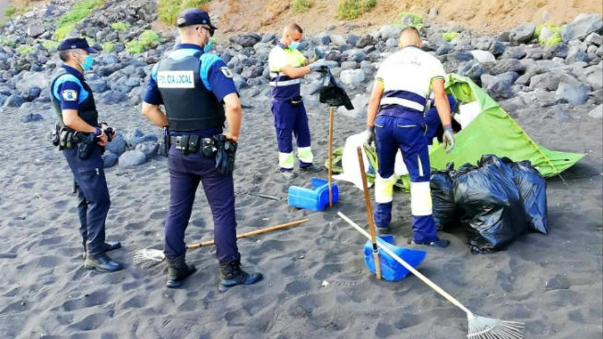 Organizan una acampada en la playa de Los Patos para propagar la Covid-19
