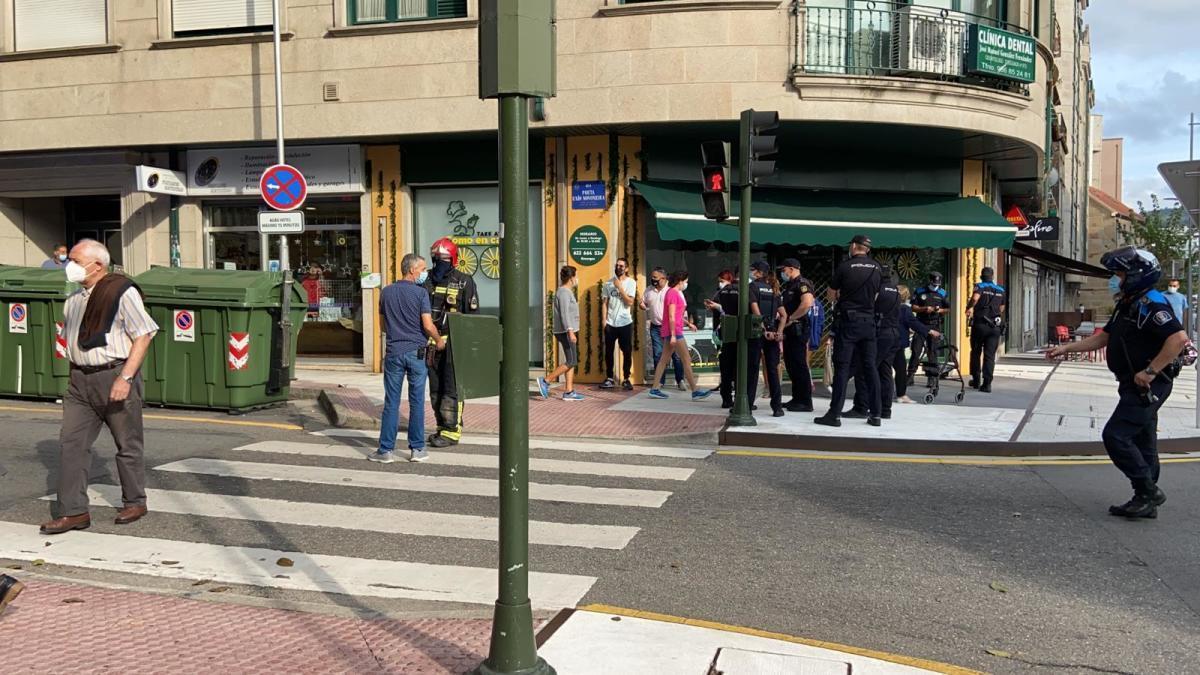 Dos heridos al explotar la nevera de un local de hostelería en Pontevedra