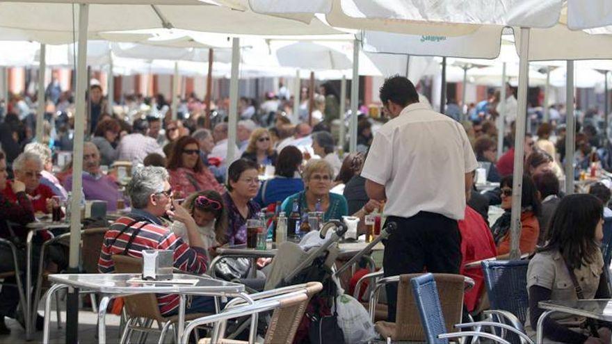 El Ayuntamiento espera dar más flexibilidad a los hosteleros para instalar sus veladores esta primavera