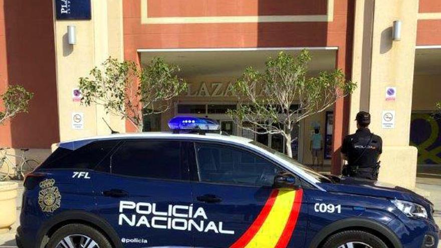 Detienen a cuatro jóvenes por robar móviles de forma violenta en un centro comercial de Alicante