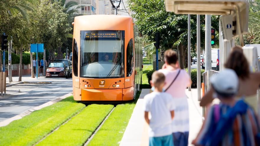 El TRAM recupera pasajeros con 955.225 viajeros en julio, un 29% más que en el mismo mes de 2020
