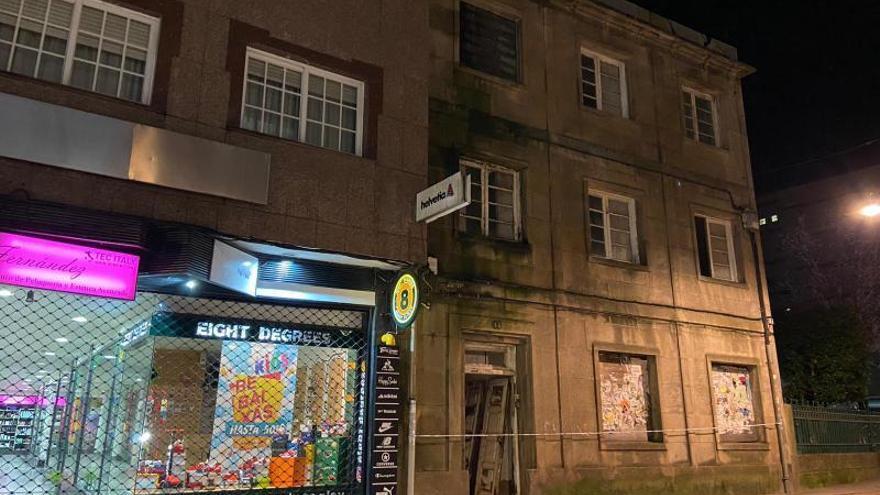 """Padres de alumnos del CEIP Álvarez Limeses alertan del """"serio riesgo"""" que supone el edificio abandonado anexo"""