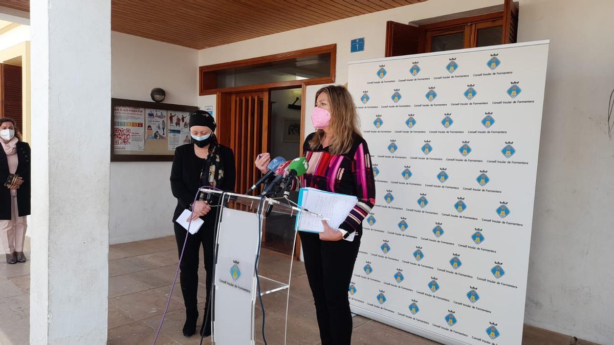 Patricia Gómez durante la rueda de prensa en formentera