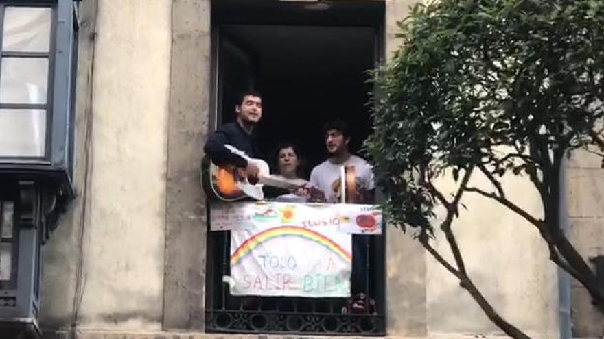 """El """"Asturias"""" de Melendi, himno de la desescalada en Oviedo"""