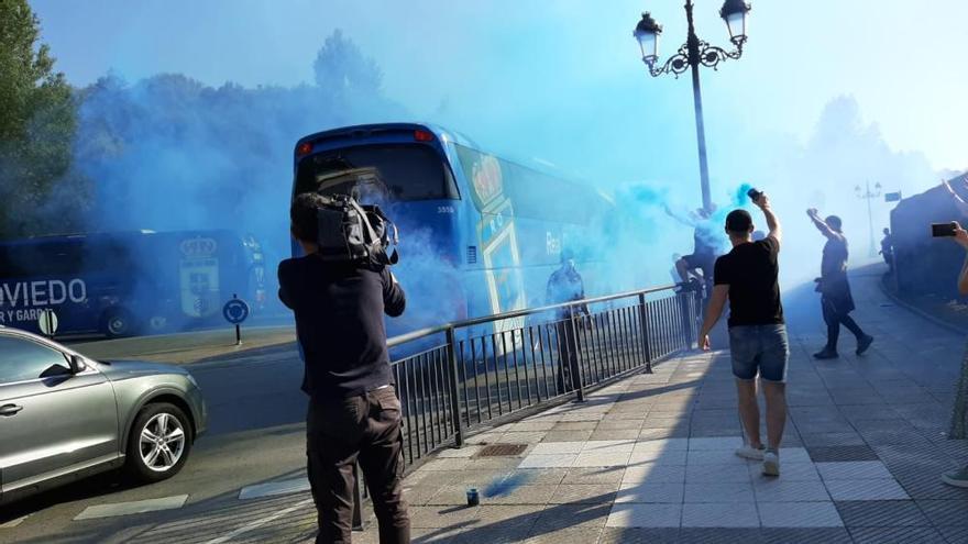 Fútbol: Así vivió la afición del Real Oviedo el derbi de las mascarillas