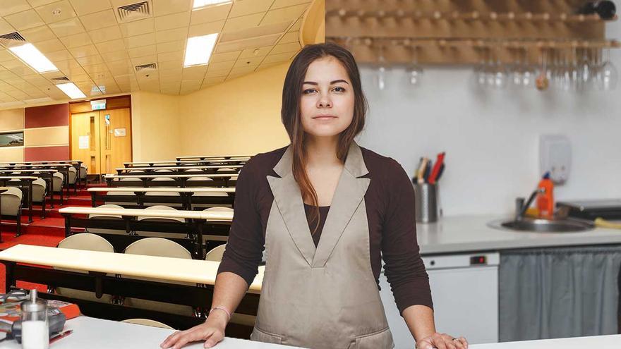 Biólogo de formación, camarero de profesión