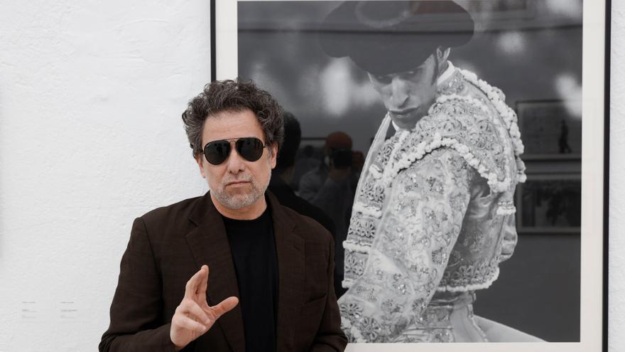 Andrés Calamaro plasma su pasión taurina en una exposición fotográfica