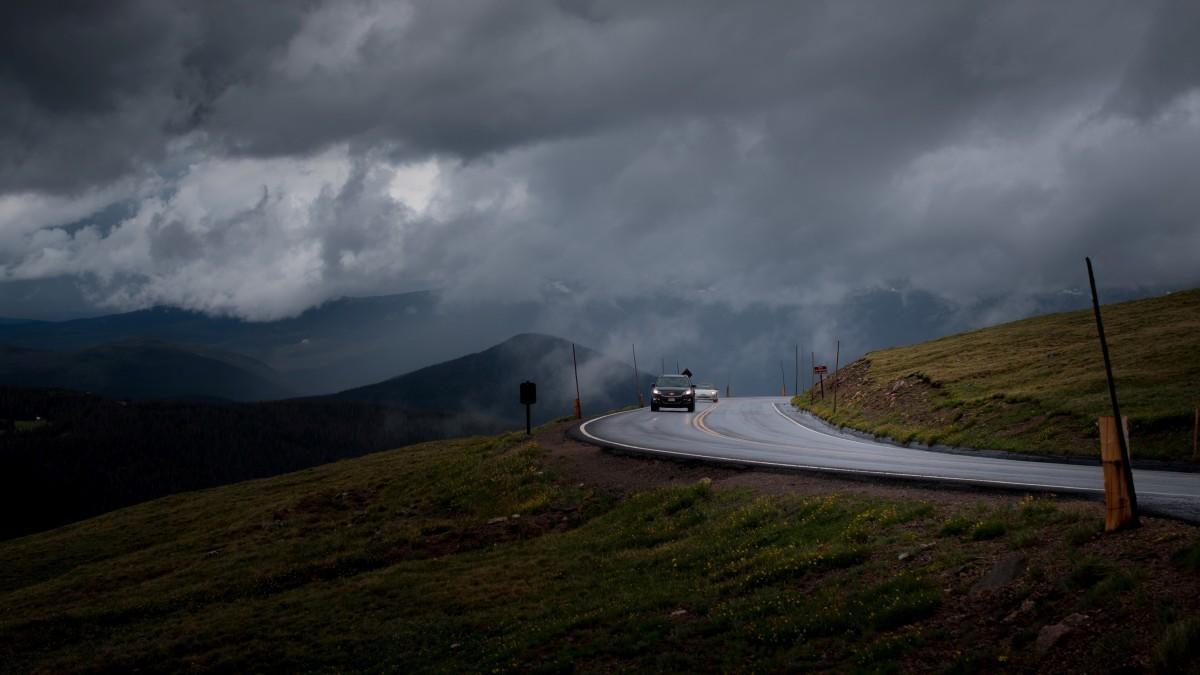 8 consejos para conducir con viento de forma segura