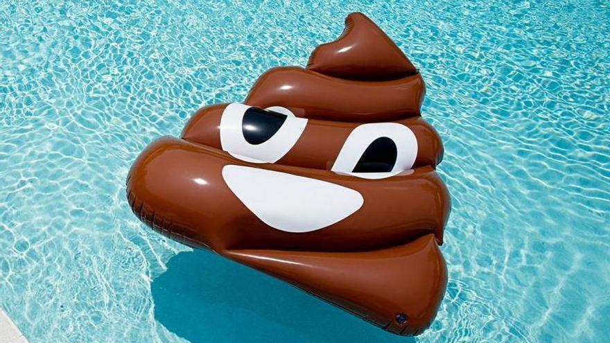 Defecar en el agua de las piscinas públicas, el último e insalubre reto viral de Internet