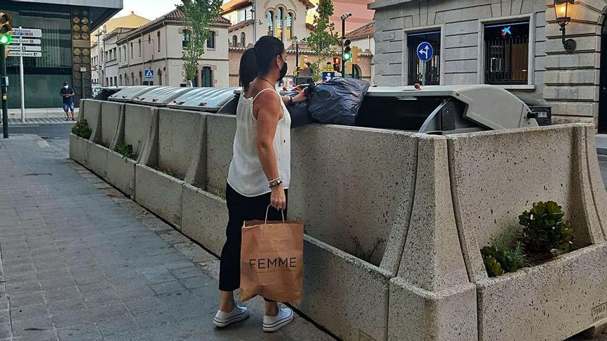 Una solució estètica per a uns contenidors del centre de Figueres