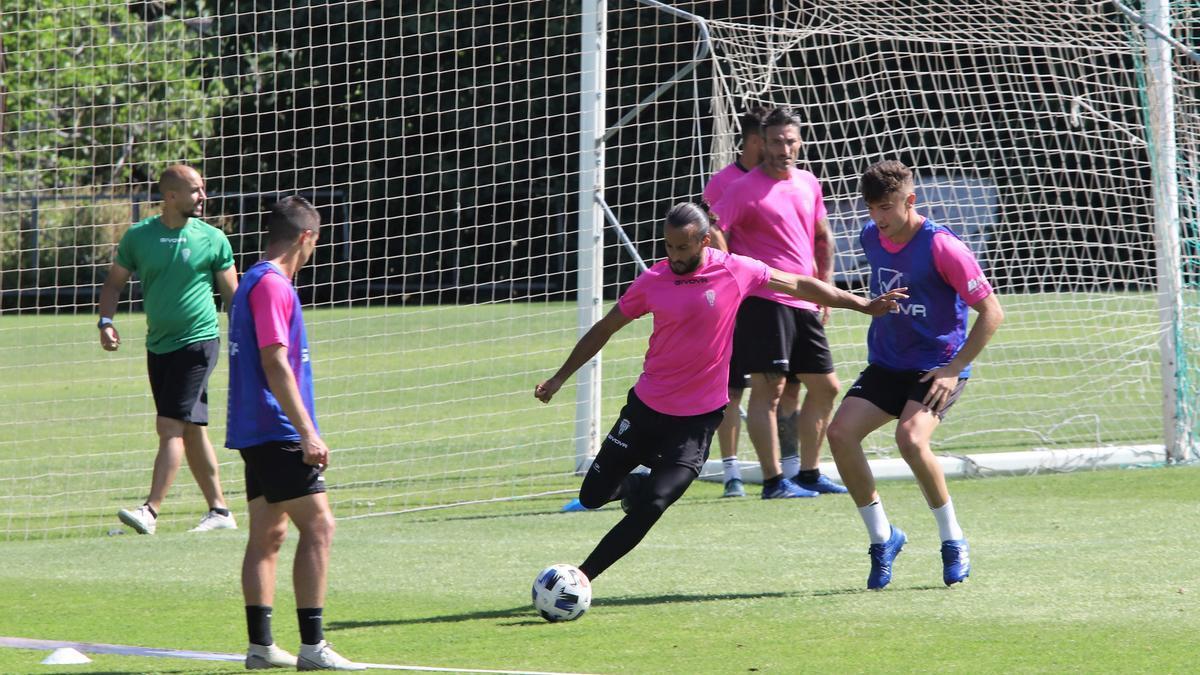 Mario Ortiz, en uno de los últimos entrenamientos del Córdoba CF, la pasada temporada.