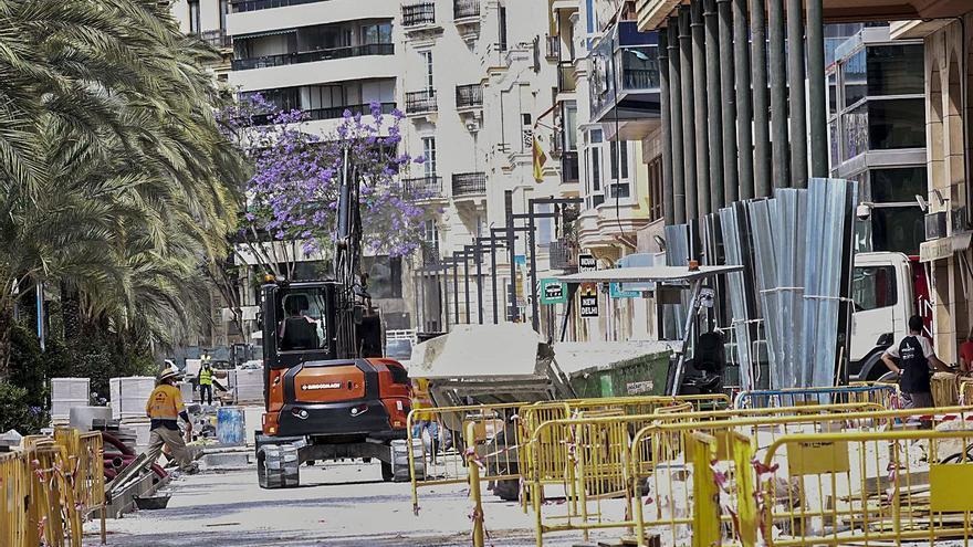 La demora en la pavimentación de la Explanada pone en peligro la reapertura de los locales de hostelería