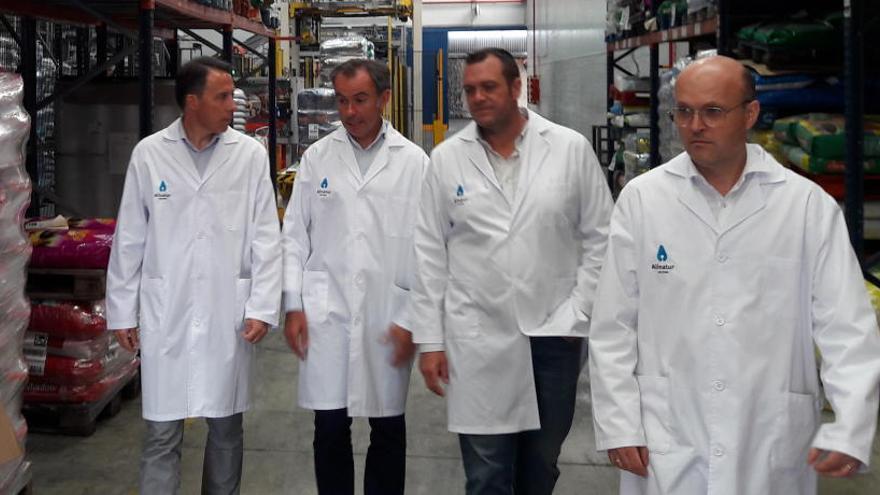 Gil presume de la fortaleza de las empresas lorquinas de Saprelorca