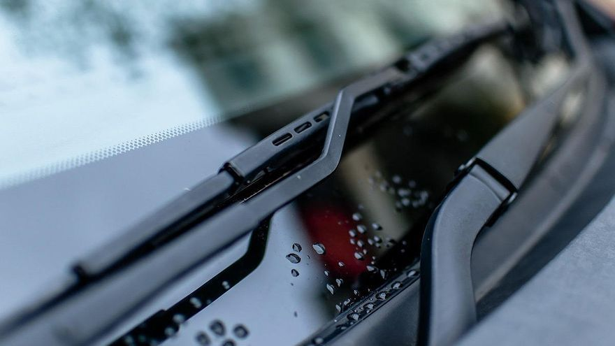 ¿Sabes cómo cambiar los limpiaparabrisas del coche?