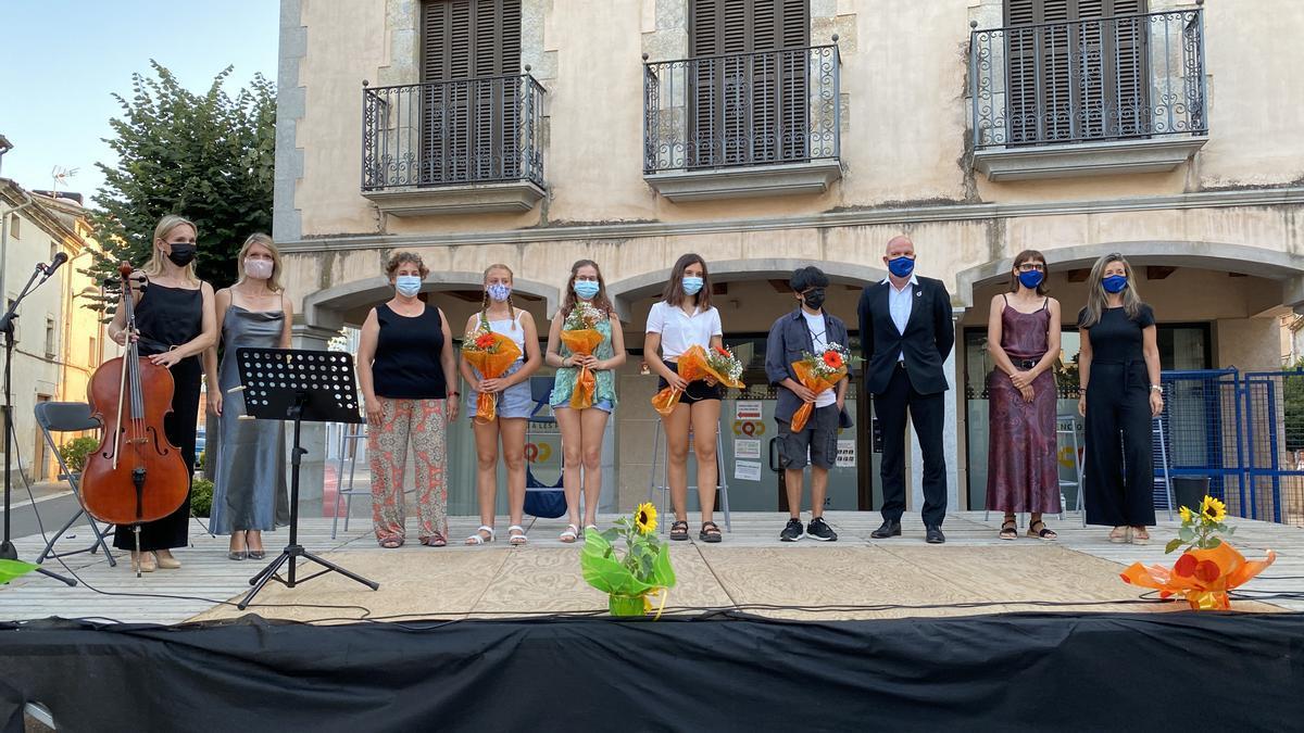 Els quatre premiats de Relata'ns Juvenil a l'entrega de premis de Vilablareix