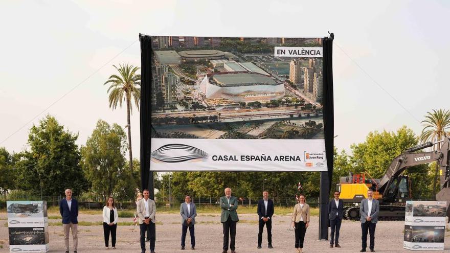 """Juan Roig visita el inicio de las obras del """"Casal España Arena"""""""