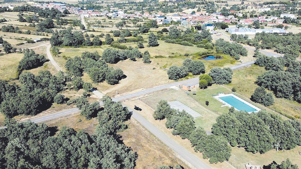 Imagen aérea de San Vitero y su piscina