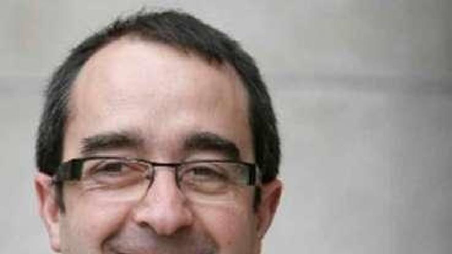 El alcalde de Negreira dimite antes de ser juzgado por quedarse con 18 teléfonos