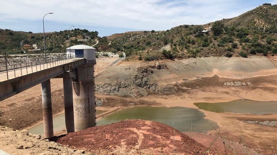 Málaga invierte cerca de 400.000 euros en mantenimiento y mejora de la presa del Tomillar