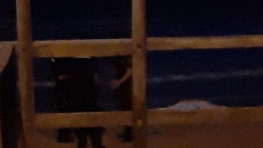 Aparece un cadáver en una playa de Elche
