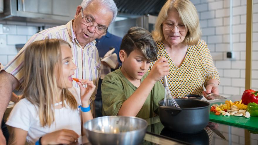 Abuelos y nietos: Qué hacer si son consentidores con mis hijos