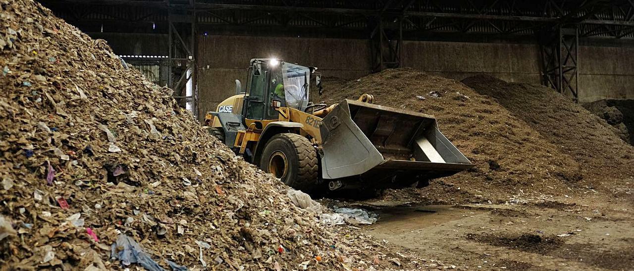 La planta de tratamiento de residuos de Villena da servicio a los 14 municipios del Consorcio Crea.   ÁXEL ÁLVAREZ