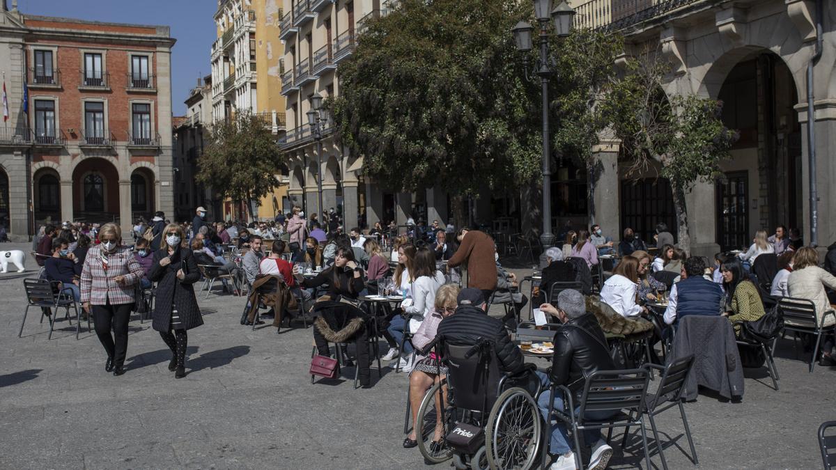 Gente en Zamora esta Semana Santa 2021.