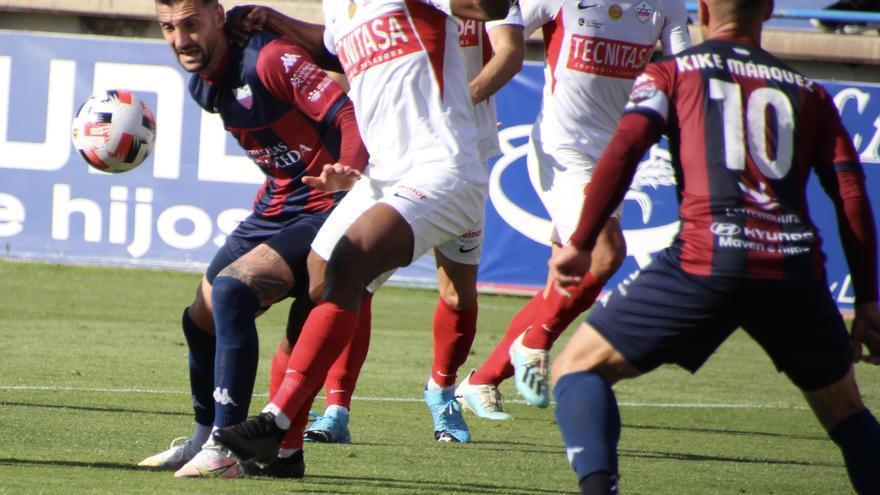 El Extremadura aspira a adelantar al Sanse en la lucha por el segundo puesto