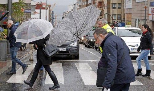 Días de lluvia y paraguas en Vigo