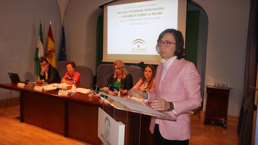 Aguilar destaca la colaboración de fiscales y forenses para luchar contra la violencia de género