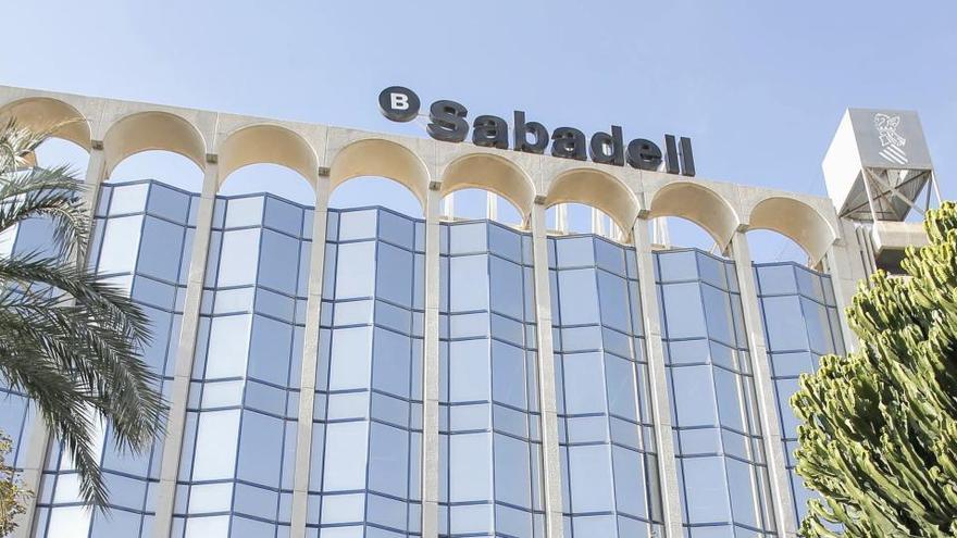 El Sabadell recibe más peticiones de adhesión al plan de bajas que las plazas ofertadas