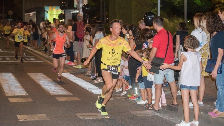 Mil corredores para la Carrera Nocturna Rock FM por las  calles de Córdoba
