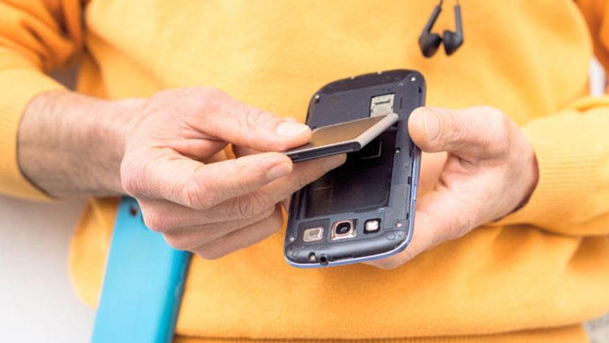 ¿Por qué ya no puedes quitar la batería de tu móvil?