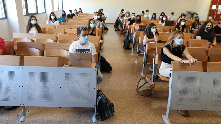La UMH arranca el curso con el 25% de los alumnos en el campus