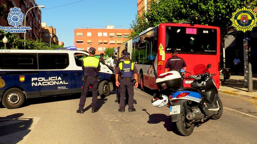 Detenido por amenazar con una navaja al chófer de un autobús en Alicante