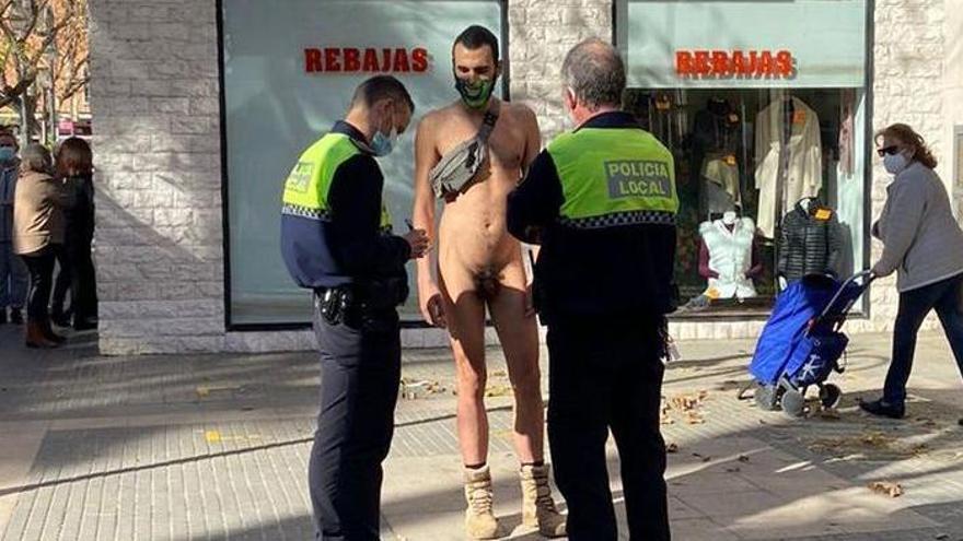 """""""Voy desnudo porque me gusta, es legal y no hago daño a nadie"""""""
