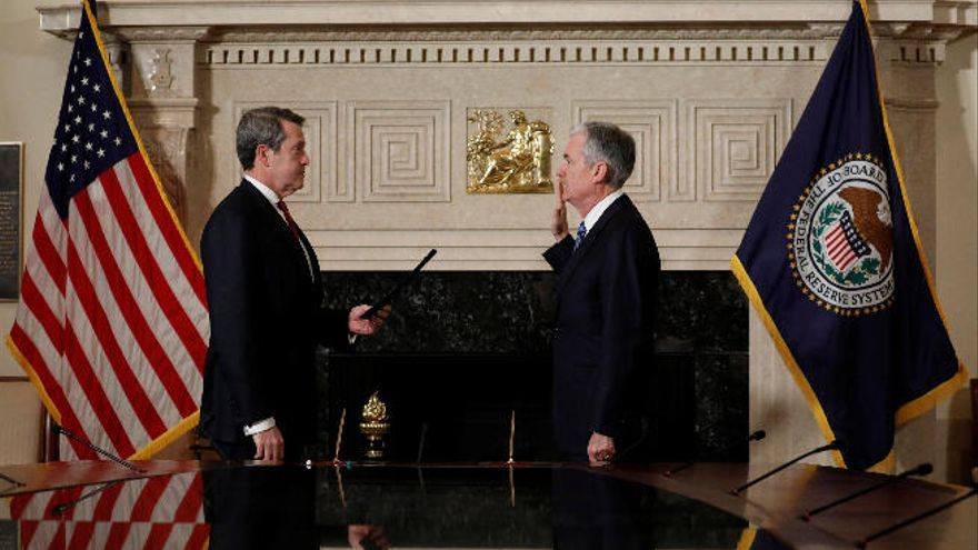 Powell jura su cargo como presidente de la Reserva Federal