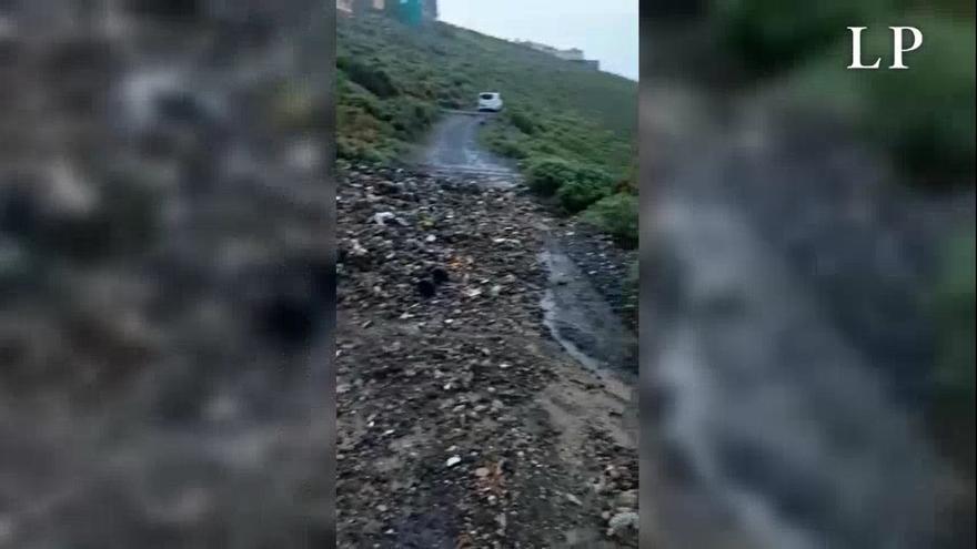 Desprendimientos en Ladera Alta bloquean a sus vecinos