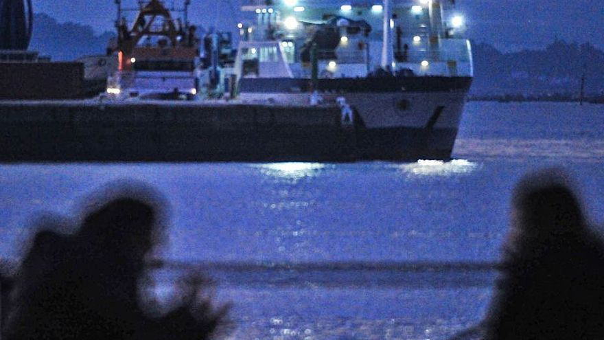 """El buque oceanográfico """"Miguel Oliver"""" continúa en el puerto de Ferrazo Norte"""