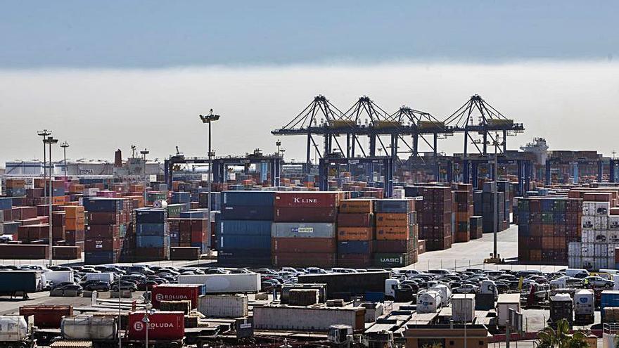 El puerto de València cierra por la amenaza del temporal