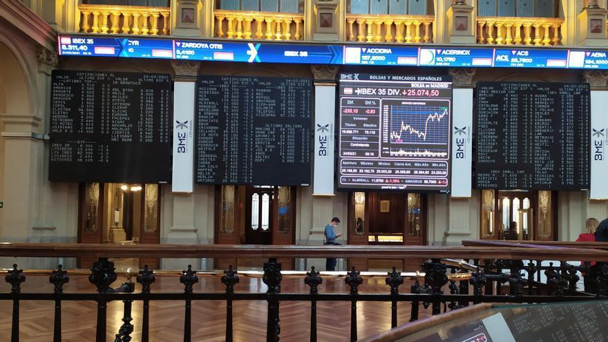 El Ibex 35 cierra prácticamente plano y sube un 0,93% en la semana
