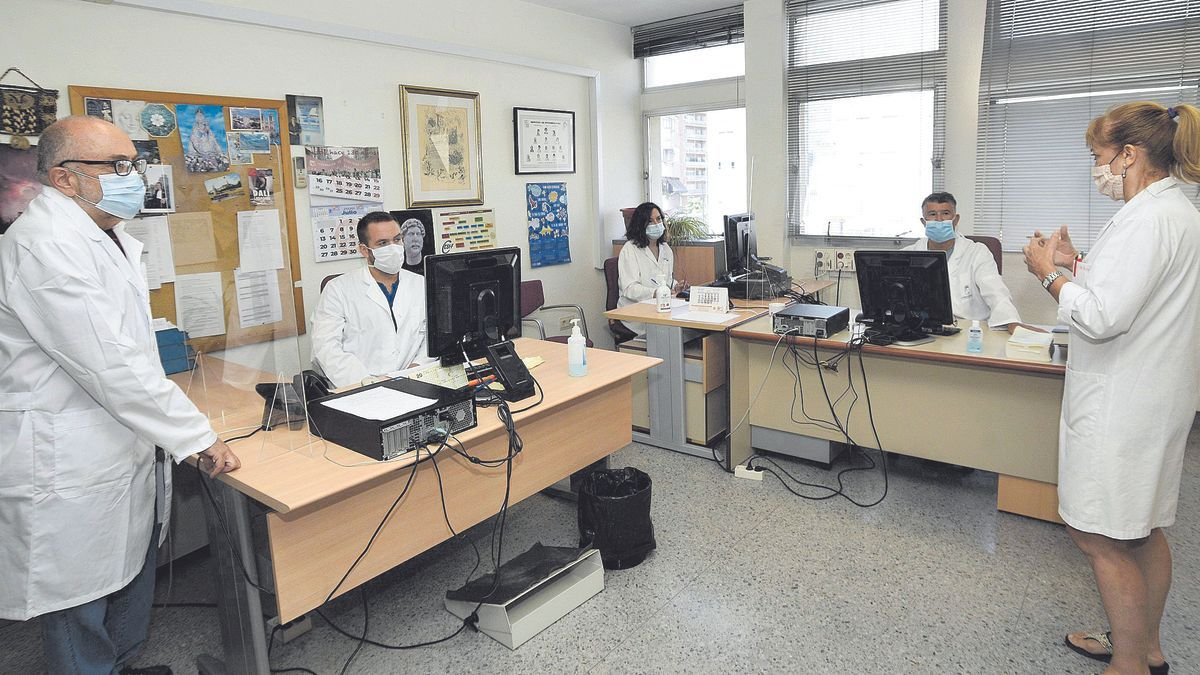 Rastreadores de la Consejería de Salud durante un encuentro de trabajo en la pandemia de coronavirus.