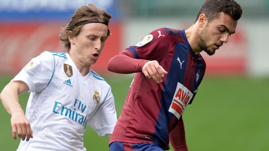 Cristiano surt al rescat del Madrid davant un gran Eibar