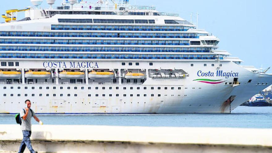 Canarias pedirá a las compañías de cruceros un seguro por coronavirus