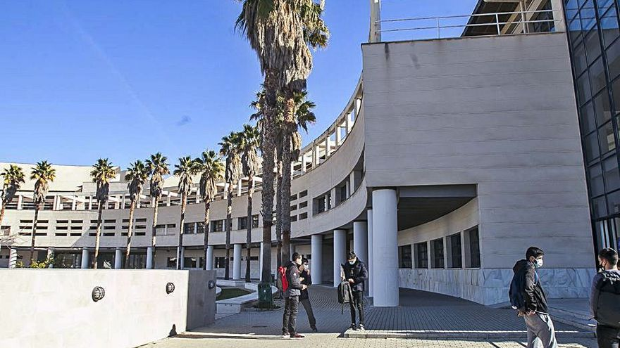 Estudiantes de la UA denuncian falta de seguridad en un examen